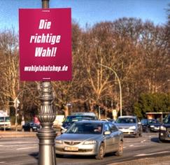 Wabenplakate in DIN Formaten für den Wahlkampf - aufgehängt am Laternenmast